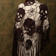 muy original chal de calavera / beautiful shawl with skulls / красивая шаль с черепами