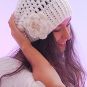 crochet light beige hat with crochet flower with wodden beads