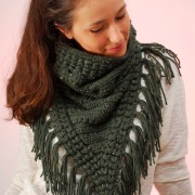 green triangle crochet scarf cowl